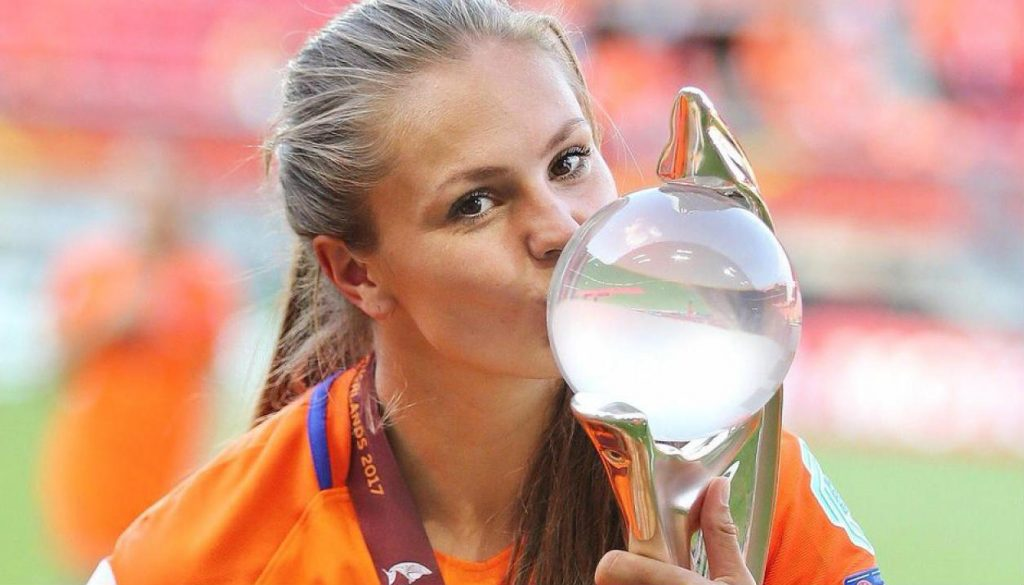 Lieke-Martens-Wereldvoetballer-sexy