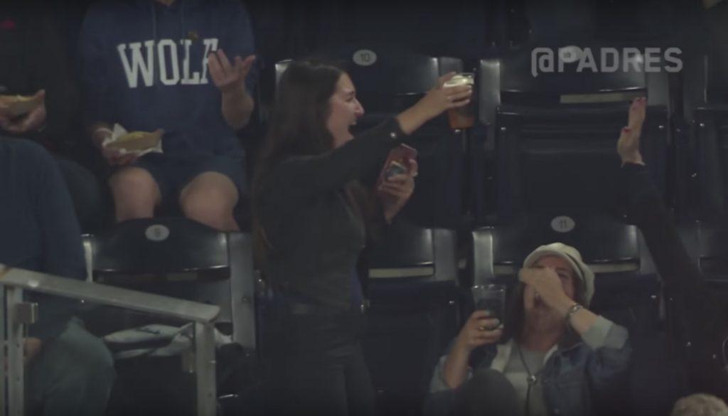 honkbalchick-bier-atten