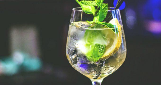 cocktail-glas-koud-serveren