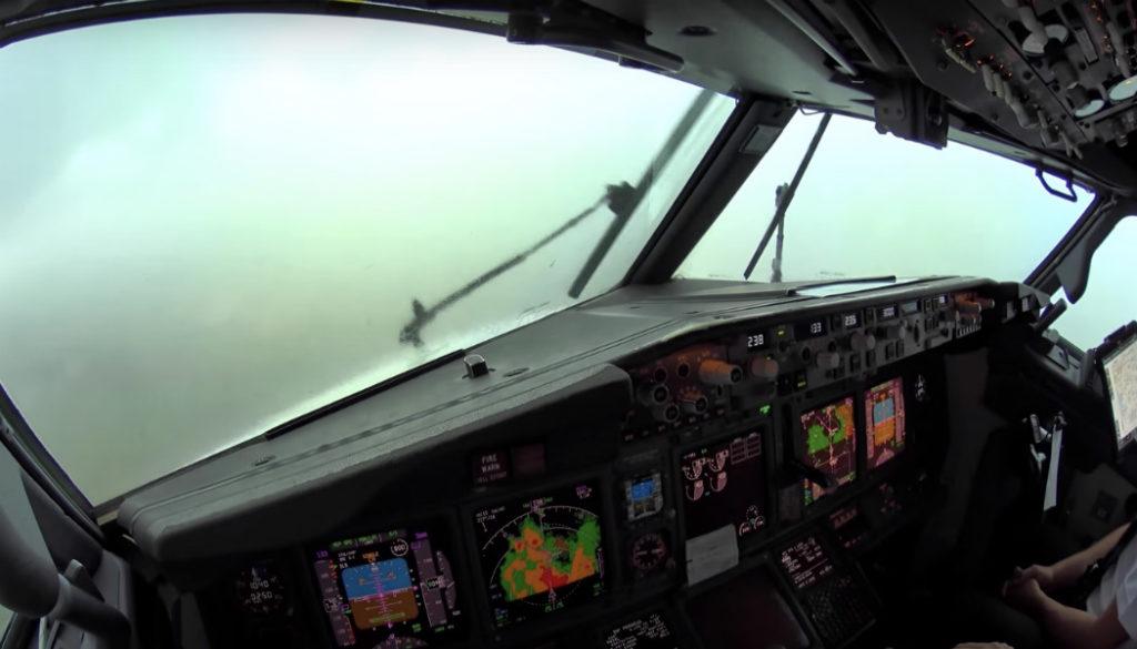 piloten-landen-noodweer