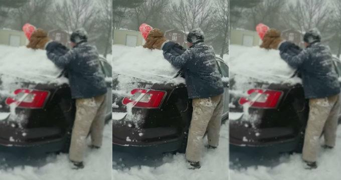 vader-zoon-sneeuw-auto